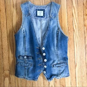 New! Fitted denim vest